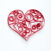 καρδιά από χαρτί διαγραμμίσεις σε λευκό φόντο — Φωτογραφία Αρχείου