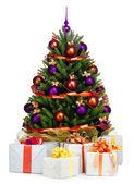 Noel ağacı beyaz zemin üzerine dekore edilmiştir — Stok fotoğraf