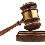 一种木制法官的小木槌和音板孤立在白色背景上 — 图库照片