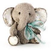 Handmade elephant in classic vintage style — Stock Photo