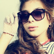 Fashion portrait of a beautiful young woman wearing sunglasses — Stock Photo