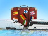 Koffer mit bahn und bus auf der weltkarte — Stockfoto