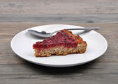 Red currant cake on wood — Stock Photo
