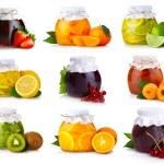 zestaw szklanych słoików z egzotycznych owoców dżem na białym tle — Zdjęcie stockowe