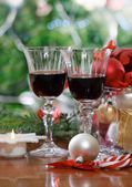 Glasses of red wine and near the Christmas tree — Stock Photo