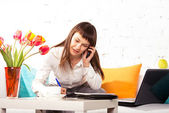 Woman working at home — 图库照片