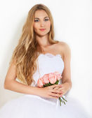 Close up portrait of a beautiful blond bride — Stockfoto