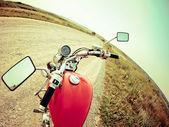 Modern bir motosiklet kokpitte görünümünü sürücüleri — Stok fotoğraf