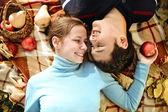 Felice giovane coppia in amore — Foto Stock