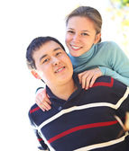 Casal feliz no amor ao ar livre — Fotografia Stock