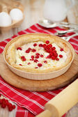 Pie with red currant and cottage cheese — Stock Photo