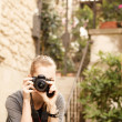 Young traveler woman holding camera — Stock Photo
