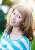Portrait of a smiling brunette in sunny day — Стоковое фото