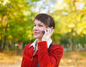 Smiling woman talking on cell phone — Stock Photo