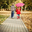 Little boy and little girl in the autumn park — Foto de Stock
