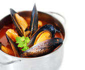 Copper pot of gourmet mussels — Stock Photo