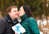 Happy young couple in love with present — Stockfoto