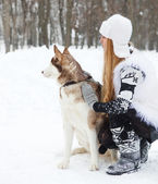 Happy young woman with huskies dog — Stock Photo