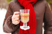 Woman holding cups of hot chocolate outdoors — Stock Photo