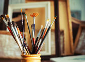 Close up of painting brushes in studio of artist — Stock Photo
