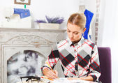 Dressmaker is drawing a fashion sketch — Stock Photo