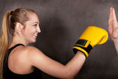 Female boxer practicing in the boxing ring — Stockfoto