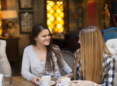 Young women drinking coffee in a cafe — Stock Photo