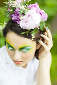 Portrait of a young girl with flower crown — Stockfoto