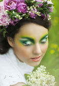 Portrait of a young girl with lily of the valley — Stockfoto