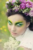 春天的一个年轻女孩的肖像 — 图库照片