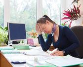 Retrato de mujer profesora trabajando en aula — Foto de Stock