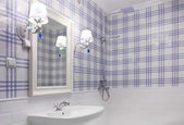 Beautiful blue and white bathroom — Stock Photo