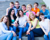 Group of smiling teenagers outdoors — Stock Photo