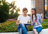 Aantal studenten tijdens een rem tussen klassen — Stockfoto