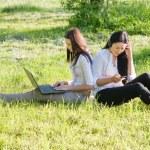 iki kız açık — Stok fotoğraf