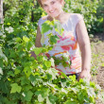 Smile girl in garden — Stock Photo