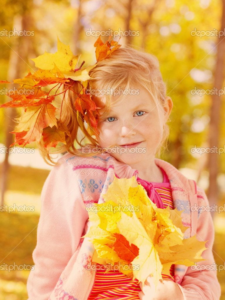 Girl in the autumn forest — Stock Photo #12590453