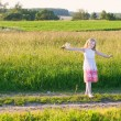 Little girl outdoor — Stockfoto