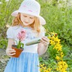 Beautiful girl in garden — Stock Photo #18610605