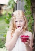 Little girl holding raspberries — Stock Photo