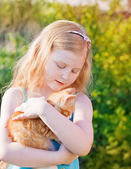 Smile girl with cat outdoor — Stock Photo