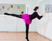 Girl at the ballet class — Stock Photo