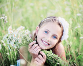 Child girl at chamomile field — Stock Photo