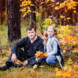 Girl with her father in autumn park — Stock Photo