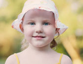 Smile little girl outdoor — Stock Photo