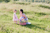 Mother with little girl playing outdoor — Stockfoto