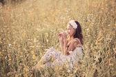 Mooi meisje buiten — Stockfoto