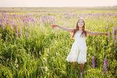 Beautiful girl outdoor — Stock Photo