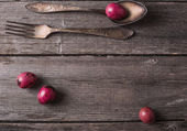 Vintage silverware fork and spoon with easter eggs on old wooden — Stock Photo