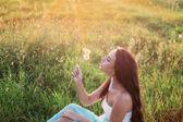 Krásná dívka venkovní — Stock fotografie